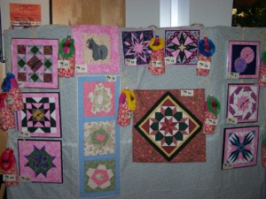 Have you ever thought about turning a beautiful quilt block into a wall clock? Great idea!